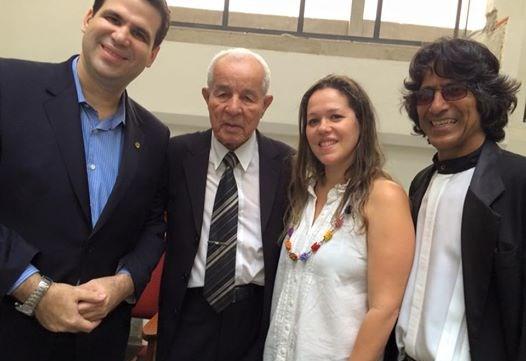 Aureo participa de culto na Igreja Assembléia de Deus de Duque de Caxias