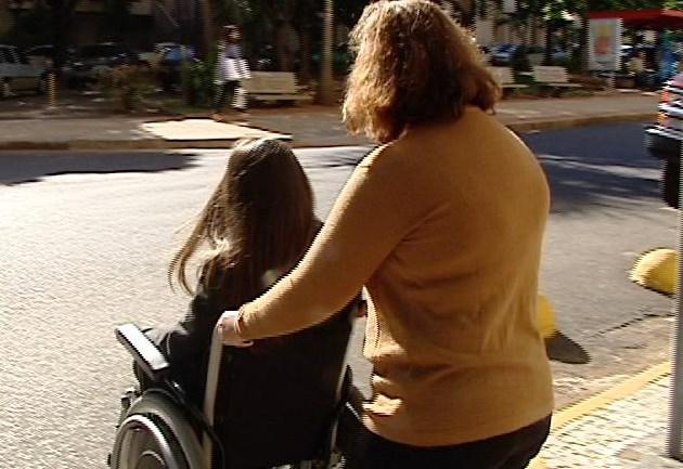 Aureo quer passe livre para acompanhantes de pessoas com deficiência
