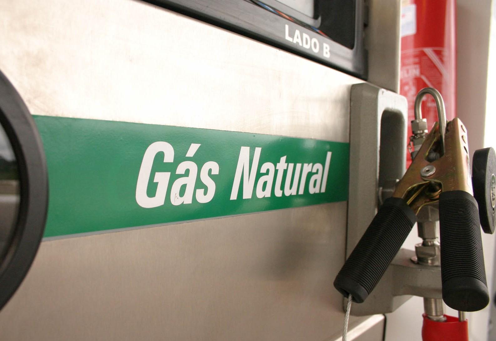 Aureo apresenta projeto para incentivar produção de veículos a gás