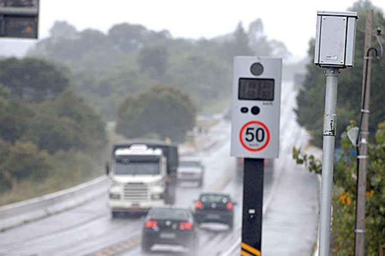 Aureo protocola requerimento de informações sobre funcionamento de radares em estradas federais