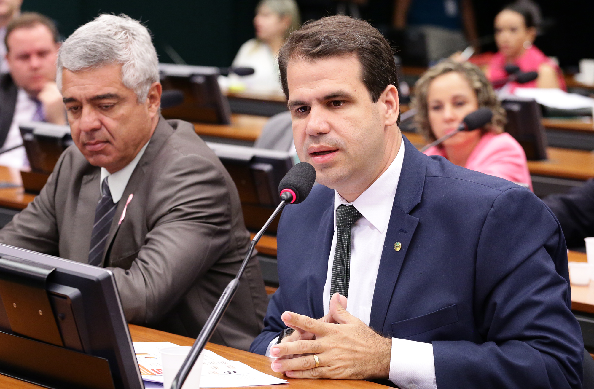 Projeto obriga emissoras a veicular campanhas sobre epidemias
