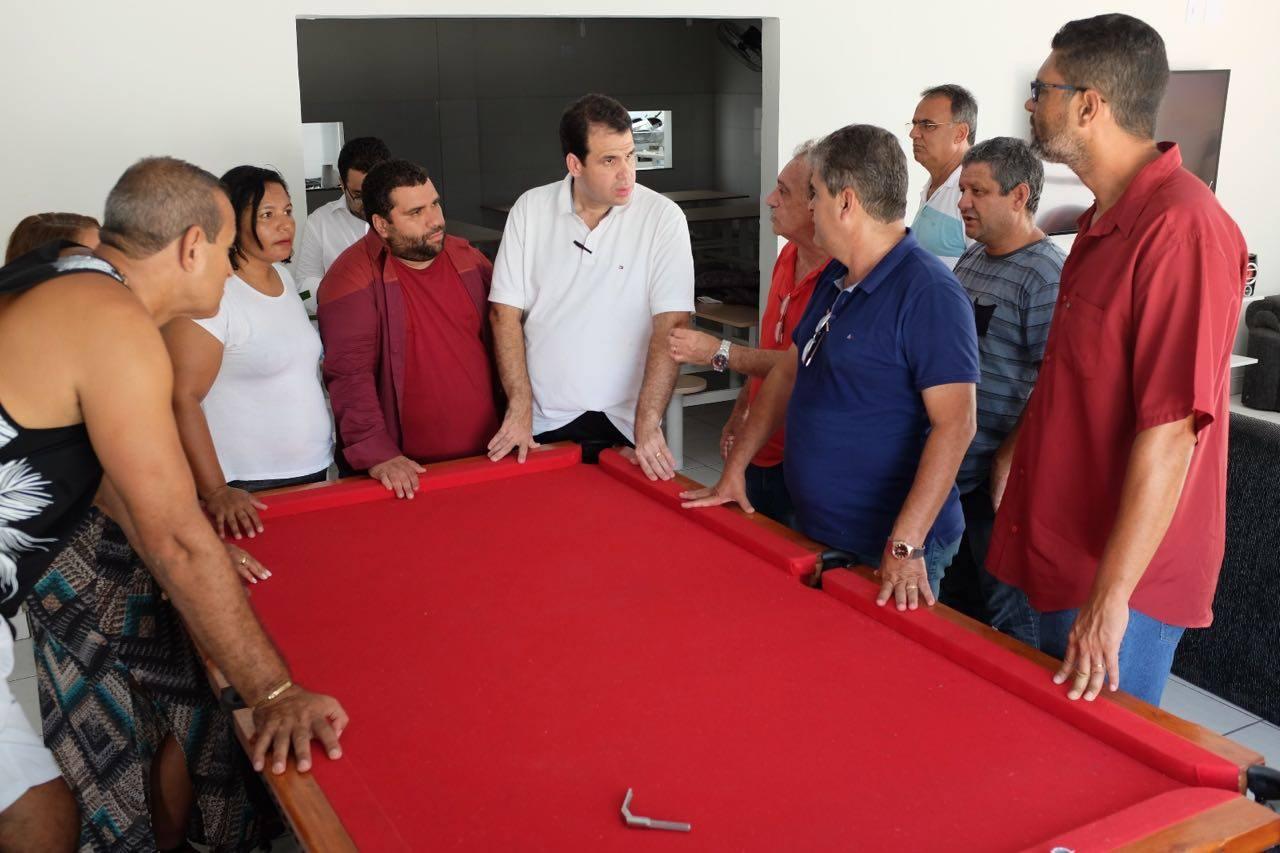 """Aureo visita as instalações da """"Casa do Idoso"""" em Duque de Caxias"""