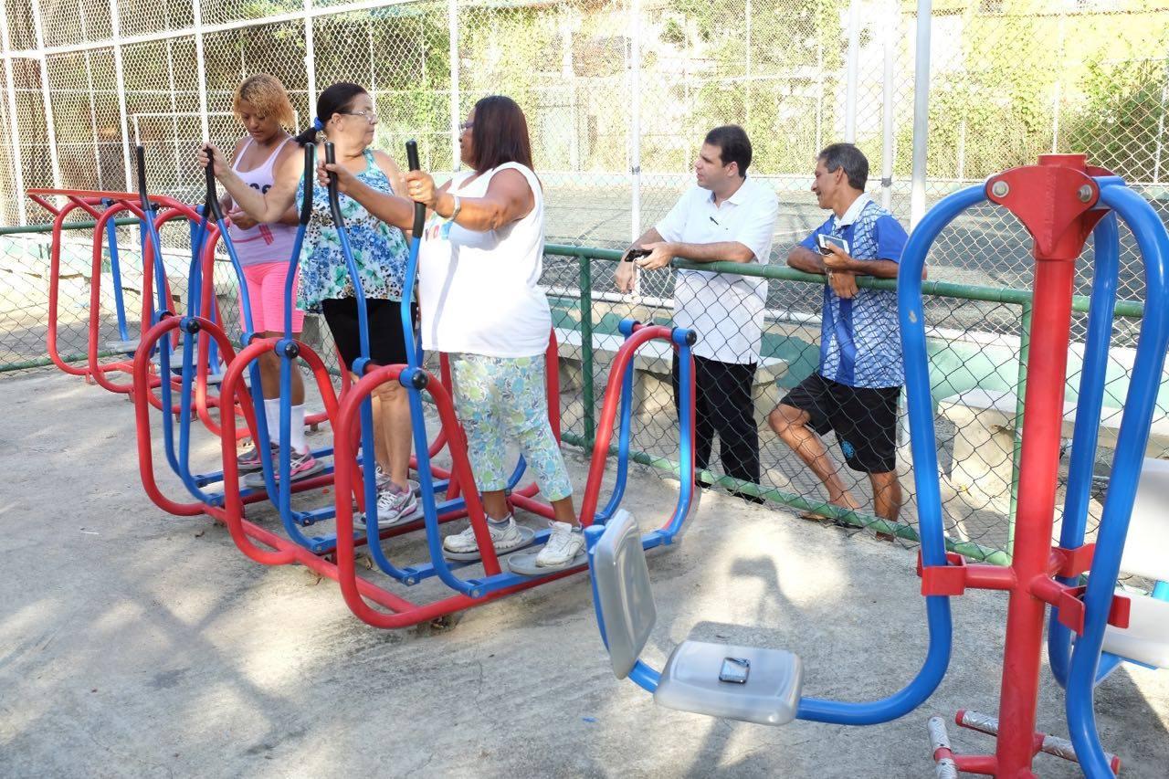 Aureo visita o bairro Parque Muisa, junto com o irmão Luizinho