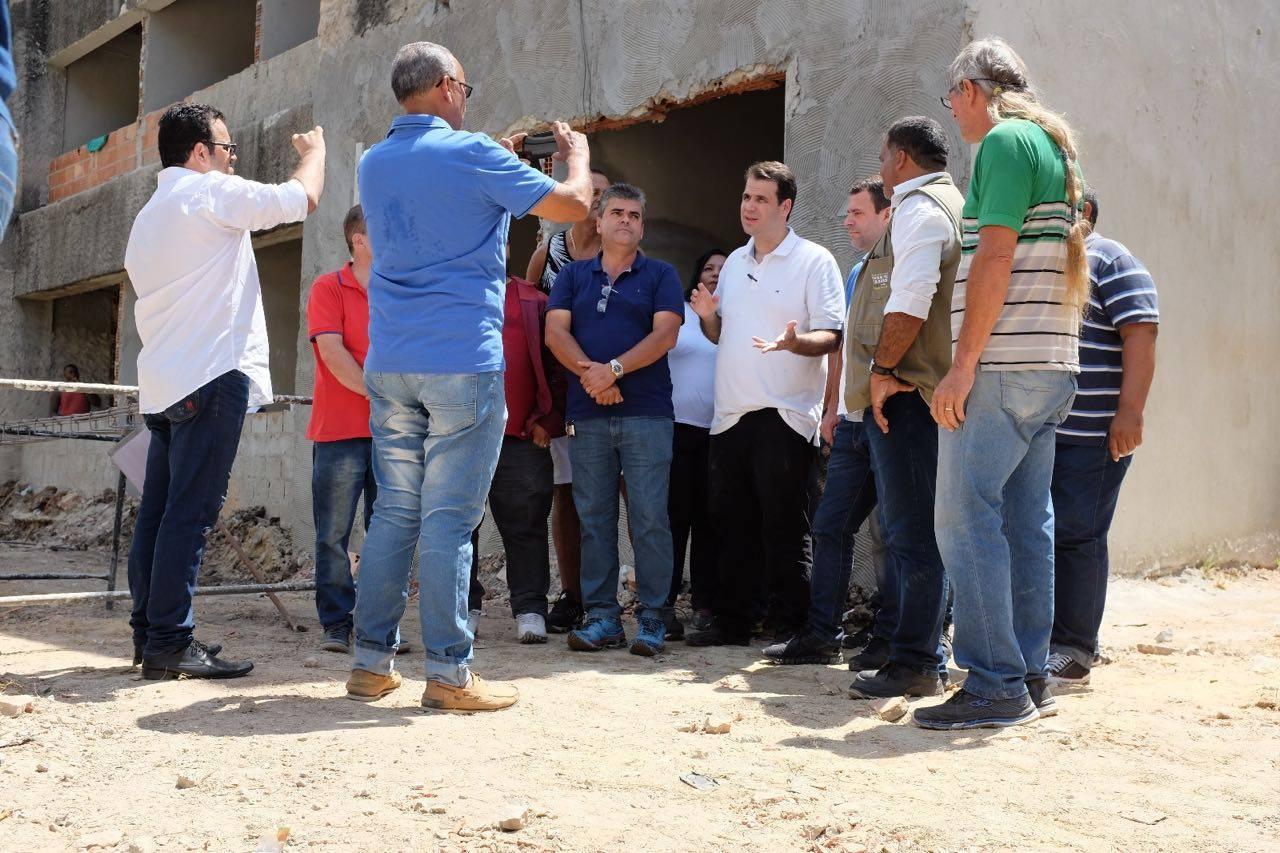 """Aureo visita as obras do """"Hospital do Olho"""" em Duque de Caxias"""