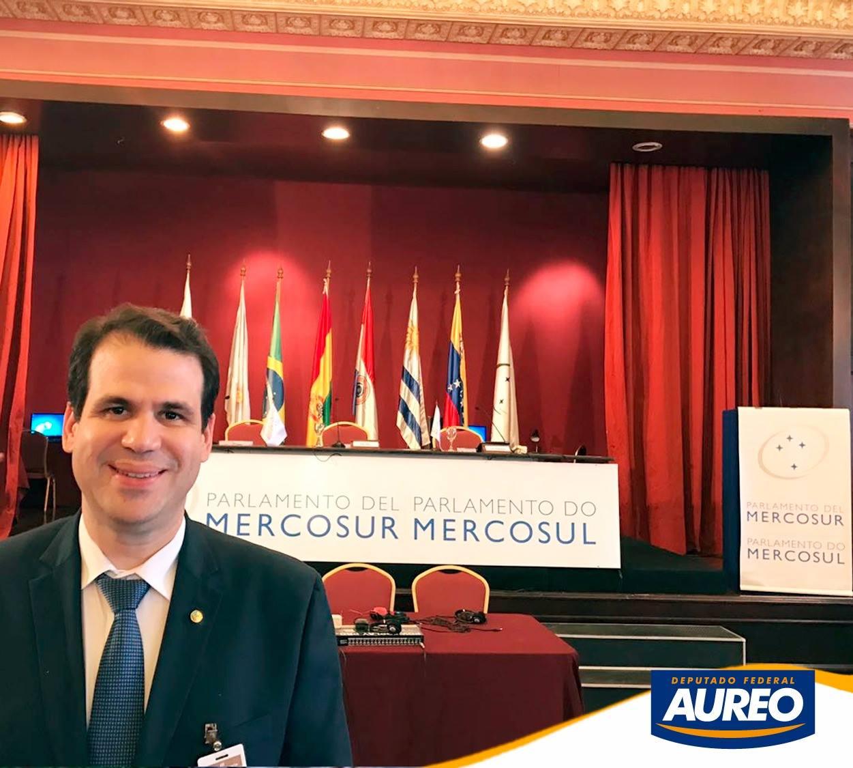 Deputado Aureo toma posse como membro do PARLASUL