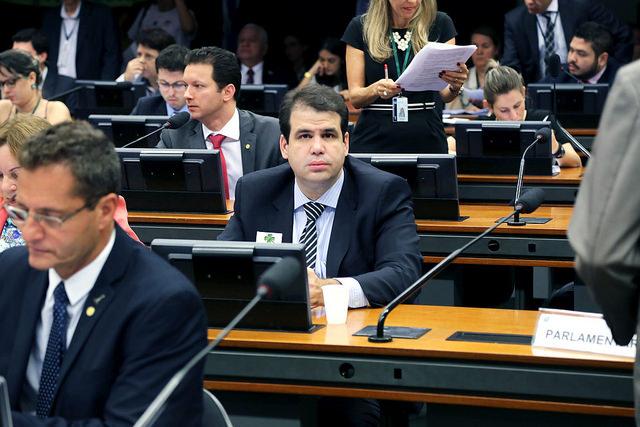 Aureo é relator de projeto que regulamenta atividade de transporte para até 07 passageiros