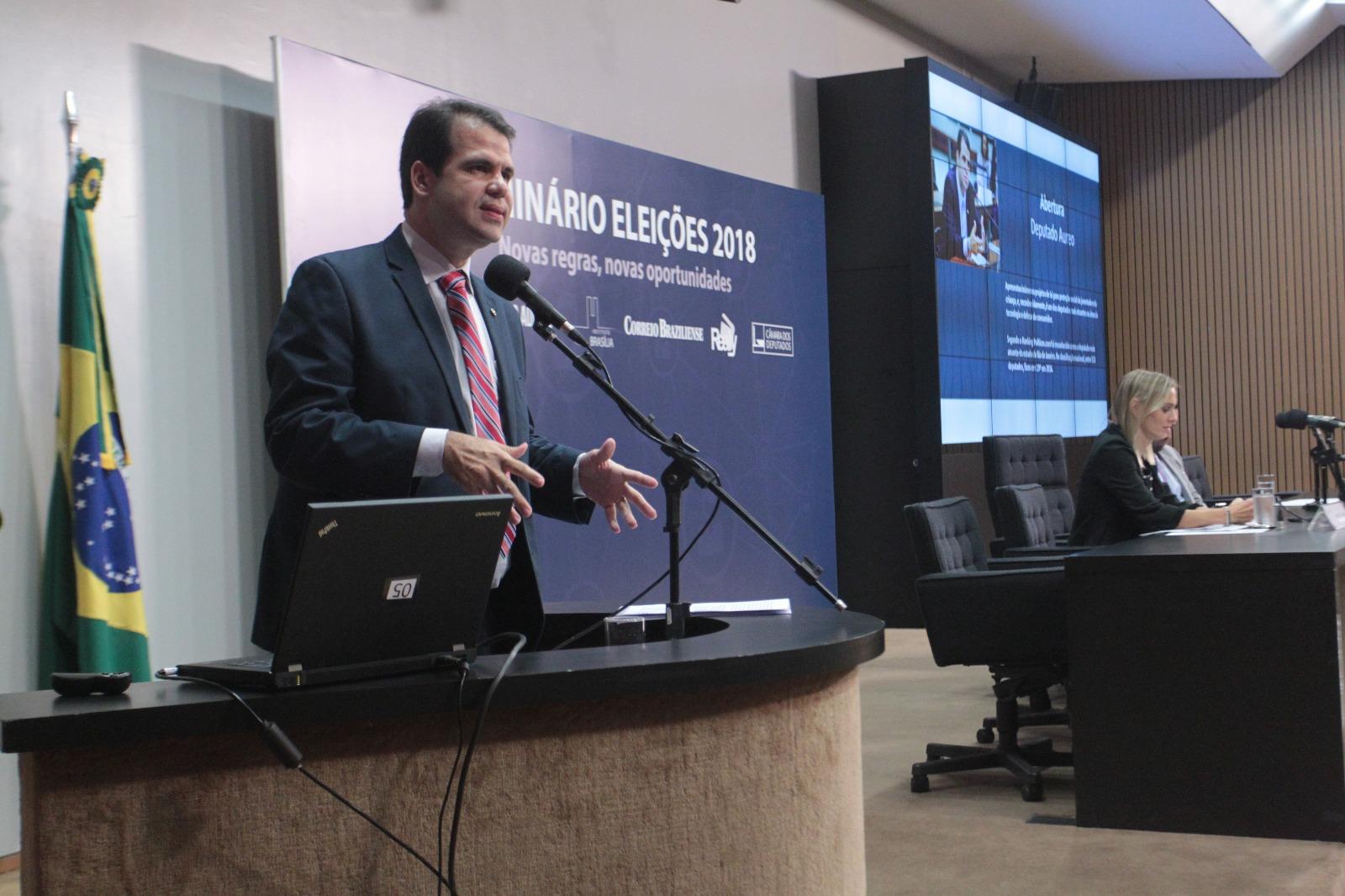 Aureo palestrando no Seminário Eleições 2018