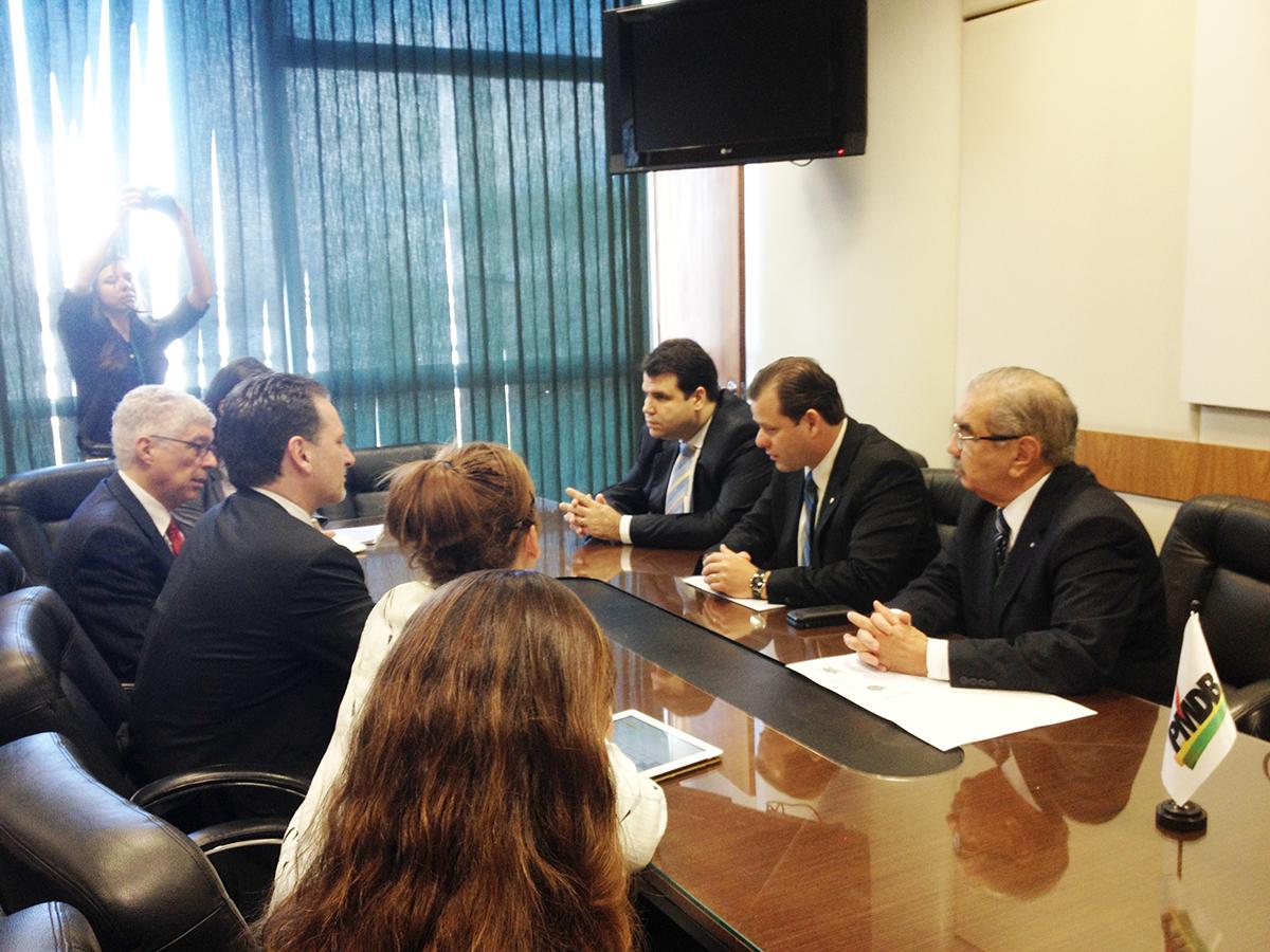 Comissário da ONU é recebido por membros da Frente Parlamentar para Refugiados e Ajuda Humanitária