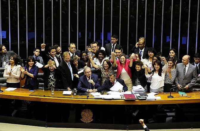 Read more about the article A pena maior para crime contra mulher é um avanço, mas a solução está na valorização da família