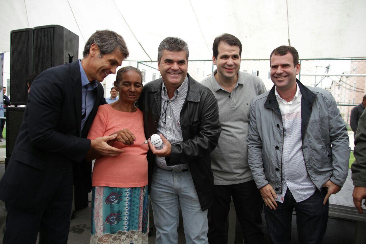 Aureo participa da entrega de apartamentos do Programa Minha Casa Minha Vida, em Duque de Caxias