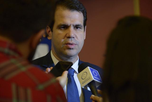 Parlasul discutirá propostas sobre roaming internacional e cadastro de desaparecidos