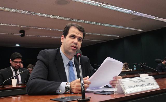 Comissão aprova auditoria externa em despesas pagas por lojistas de shopping