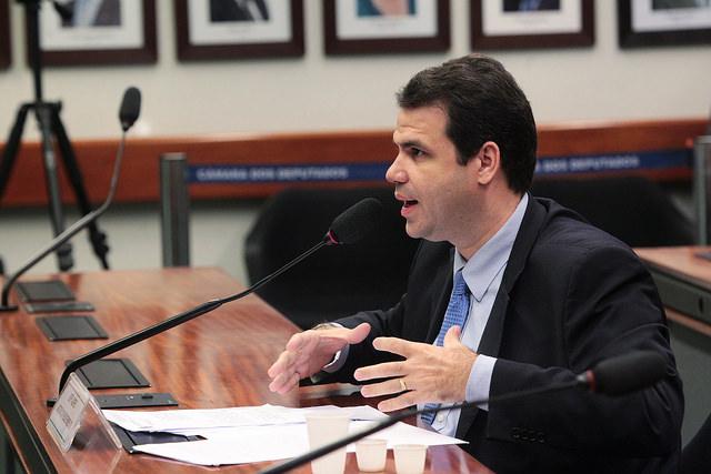 Read more about the article Preço não pode ser único critério para a compra de medicamento contra o câncer, alerta Aureo