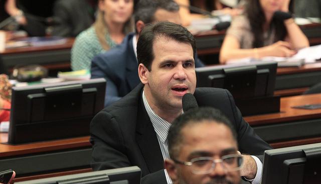 Aureo aprova proposta que obriga o comércio a informar preços em braile