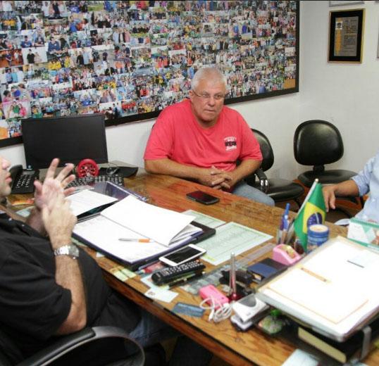 Auro recebe visita de ex-prefeito de Itaboraí