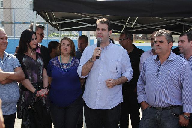 Aureo participa da entrega da reforma da E M Nísia Vilela, em Duque de Caxias