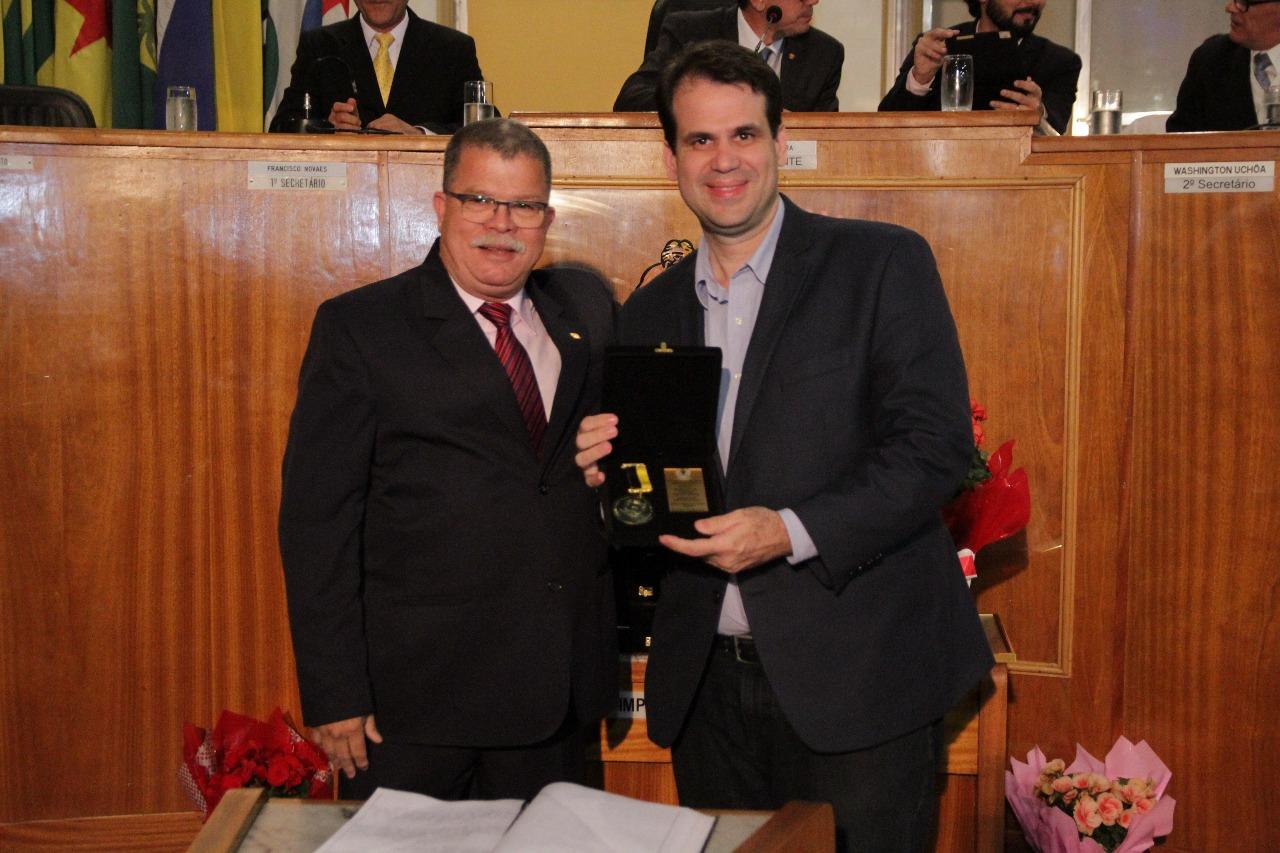 Aureo é condecorado com a Medalha Getúlio Vargas em Volta Redonda
