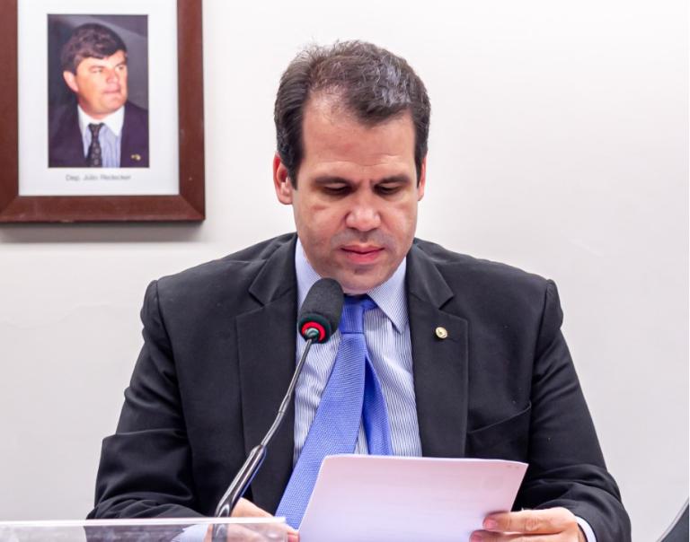 Deputado Aureo Ribeiro apresenta projeto para beneficiar pessoas com deficiência. Bolsas de estudo devem crescer.