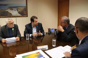 Deputado Aureo Ribeiro propõe reunião com o Ministro de Minas e Energia - Bento Albuquerque (ao lado do deputado)