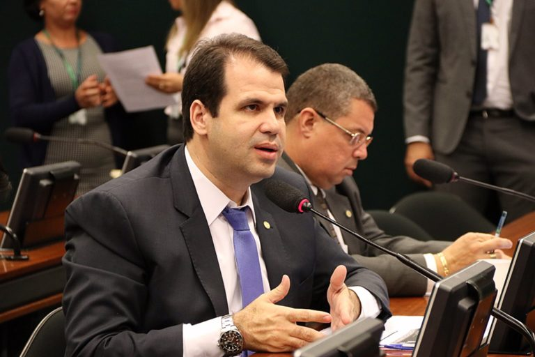 Deputado Aureo Ribeiro defende a regulação das moedas virtuais no Brasil.