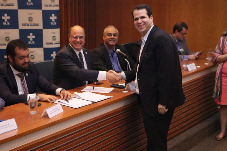 Assinatura de convênios para a saúde do Rio