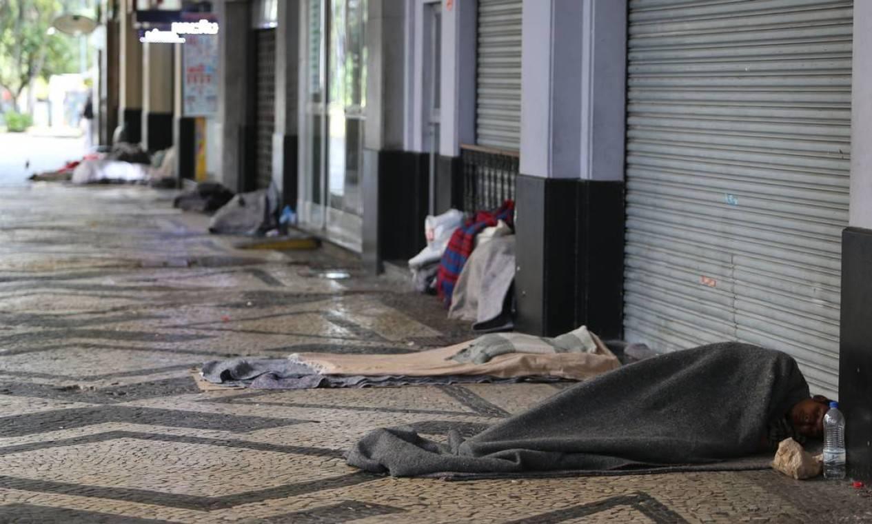 Crise aumenta número de moradores de rua